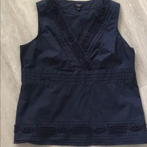 🎉Talbots blue detailed sleeveless top🎉